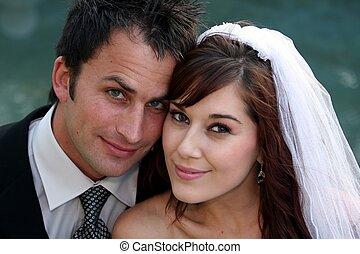 Un retrato de pareja de bodas