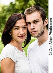 Un retrato de pareja joven