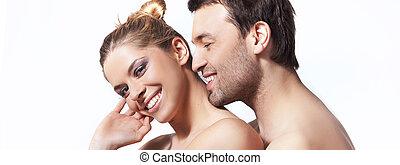 Un retrato de una feliz pareja joven