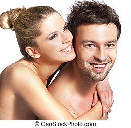 Un retrato de una feliz pareja sonriente