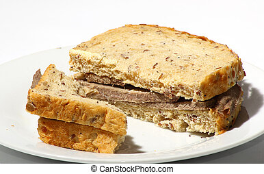 Un sándwich de carne asada