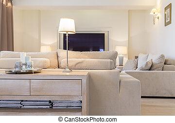 Un salón confortable con sofá