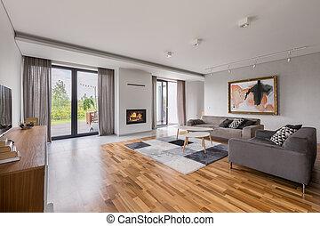 Un salón espacioso con sofá