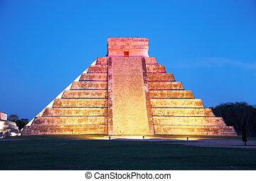 Un show de luz sobre Chichen Itza, México, una de las nuevas siete maravillas del mundo