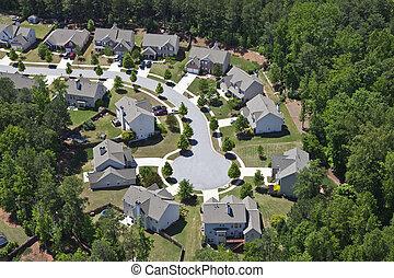Un suburbio moderno de clase media del este de Estados Unidos