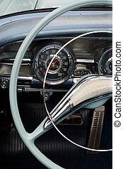 Un tablero de auto antiguo