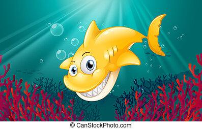 Un tiburón amarillo sonriendo bajo el mar