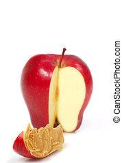 Un trozo de manzana con mantequilla de maní