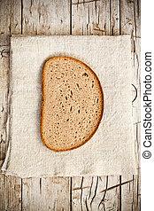 Un trozo de pan de centeno