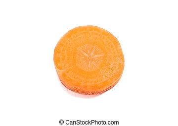 Un trozo de zanahoria aislada en el fondo blanco