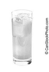 Un vaso con agua y hielo