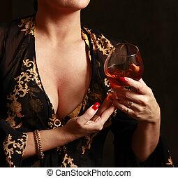 Un vaso con vino tinto