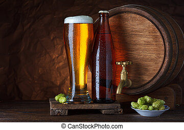 Un vaso de cerveza embotellado