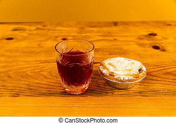 Un vaso de ginebra con pastel de carne