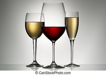Un vaso de vino tinto y blanco
