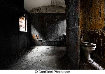Un viejo y sucio interior de vagón de tren, detalles