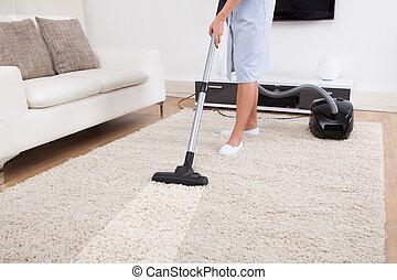 Una alfombra de limpieza con aspiradora