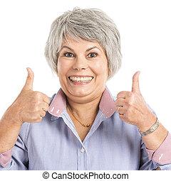 Una anciana con pulgares arriba