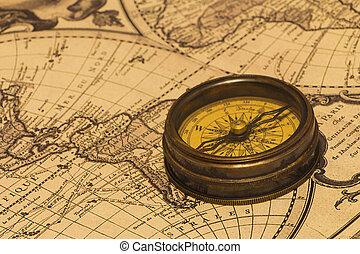 Una antigua brújula en el mapa mundial.