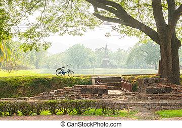 Una bicicleta en el parque histórico