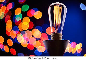 Una bombilla Edison con luces