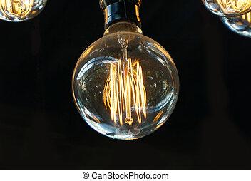 Una bombilla o un viejo estilo de iluminación