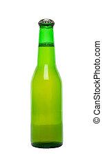 Una botella de cerveza verde aislada en blanco