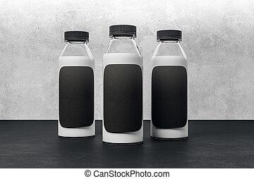 Una botella de yogurt con etiqueta negra limpia