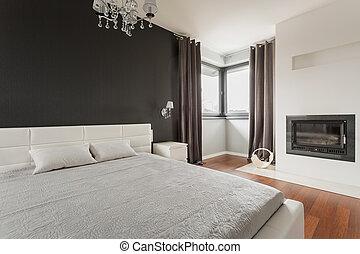 Una cama de matrimonio confortable
