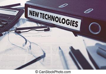 Una carpeta de anillos con nuevas tecnologías de inscripción.