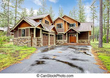 Una casa de lujo con madera y piedra.