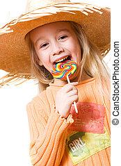 Una chica con un caramelo