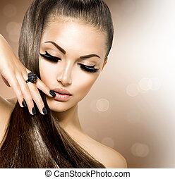 Una chica modelo de belleza con cabello castaño largo y saludable
