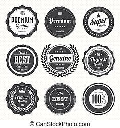 Una colección de placas y etiquetas