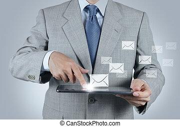 Una computadora de tablet con icono de email