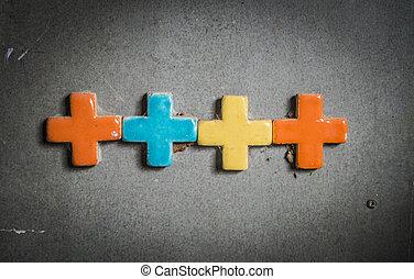 Una cruz colorida en la pared dos