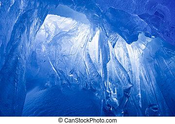 Una cueva de hielo azul