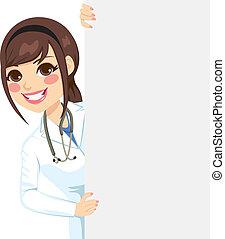 Una doctora mirando