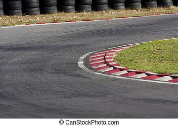 Una esquina de pista de pista de pista de pista de tarmac vacía