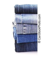 Una estaca de jeans azules