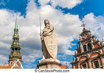 Una estatua del santo patrón de riga, St. Roland.