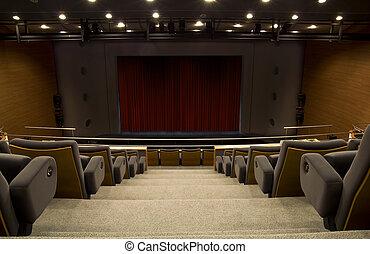 Una etapa de un auditorio con una cortina cerrada