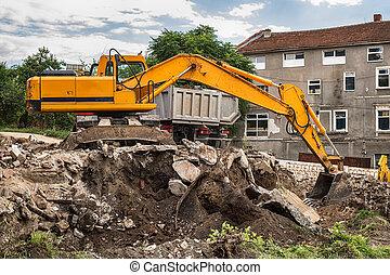 Una excavadora rastreada cargando el material en un camión