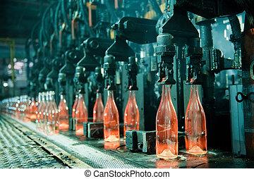 Una fila de botellas de naranjas calientes