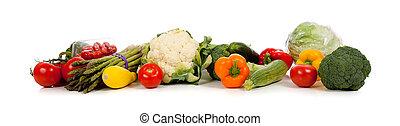 Una fila de verduras en blanco