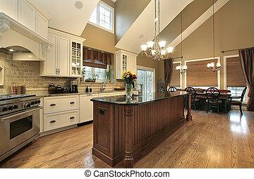 Una gran cocina en casa de lujo