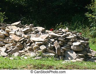 Una gran pila de piedras. Construyendo piedras.