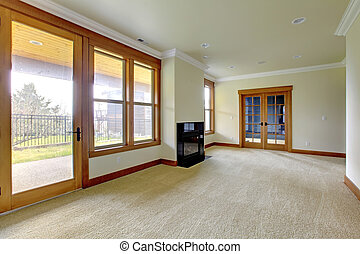 Una habitación grande vacía con chimenea. Nuevo interior de lujo.