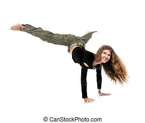 Una joven bailando