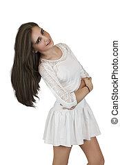 Una joven con el pelo largo
